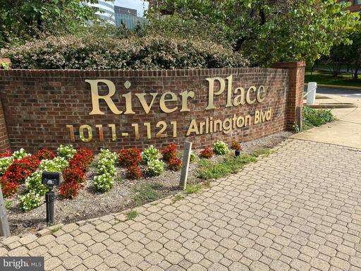 1121 Arlington Blvd #mp437 Arlington VA 22209