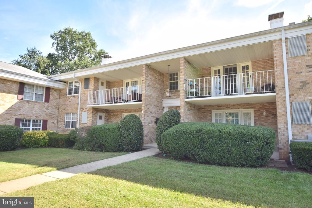 1132 S Washington St #203, Falls Church, VA 22046