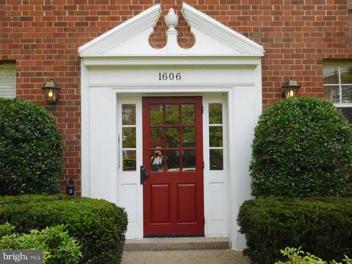 1606 W Abingdon Dr #102