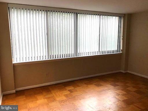 600 Roosevelt Blvd #616, Falls Church, VA 22044