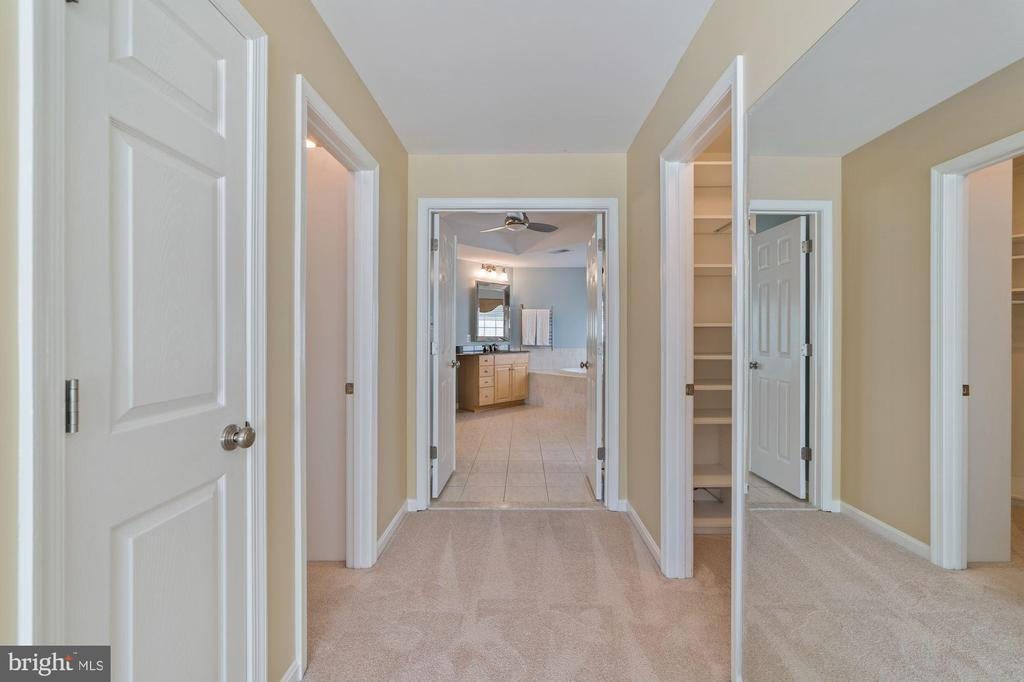 Photo of 5809 Governors View Ln