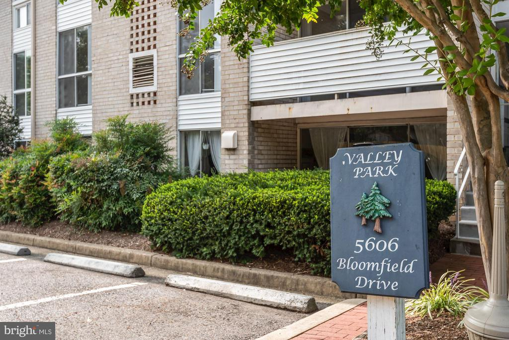 5606 Bloomfield Dr #2