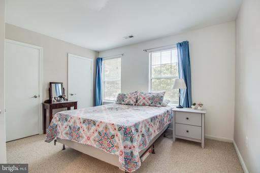 6826 Chasewood Cir Centreville VA 20121