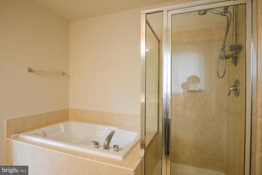 5070 Village Fountain Pl Centreville VA 20120