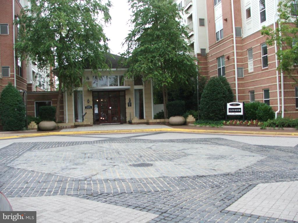 9486 Virginia Center Blvd #100