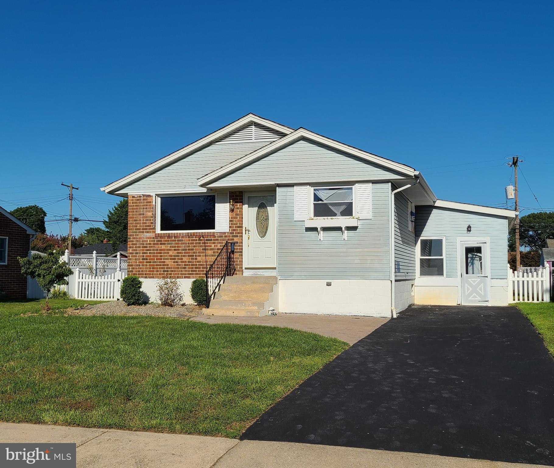 INVESTOR ALERT- Excellent opportunity for a renovation right in Middletown. Nestled in the community of Sharondale this lovely rancher with 3 bedroom, 1 full, 1 half bath home is ready for finishing touches. Mechanically and structurally sound with new water heater, oil tank, and outdoor condensing unit.  ALL PERSONAL PROPERTY INCLUDED, AS-IS CONDTION. INSPECTIONS FOR INFORMATIONAL PURPOSES ONLY. NO INVESTOR WAITING PERIOD. Call to take a tour today!