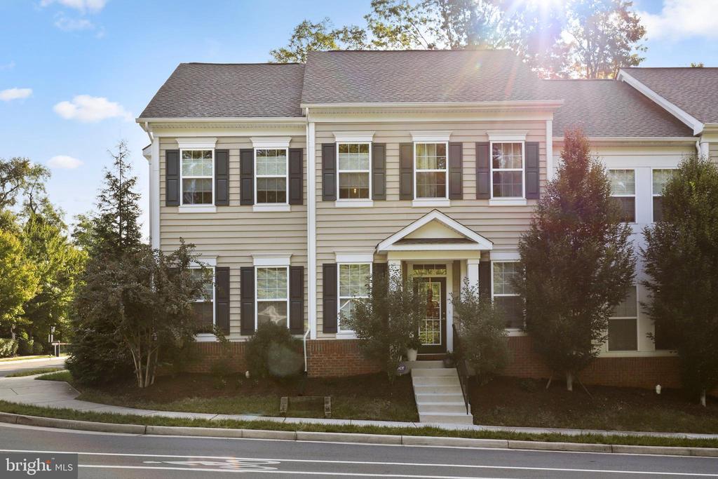 3571 Huntley Manor Ln, Alexandria, VA 22306