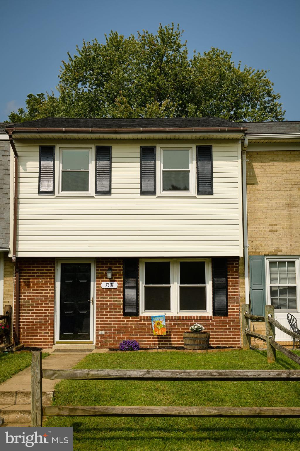 Spacious two level townhome just outside of the Middletown City. Numerous improvements which include a new roof, new siding, new floors, refinished hardwood floors upstairs. Newer appliances, granite countertop with a fully fenced backyard with patio. Close to new shopping center!! This one will go fast!!