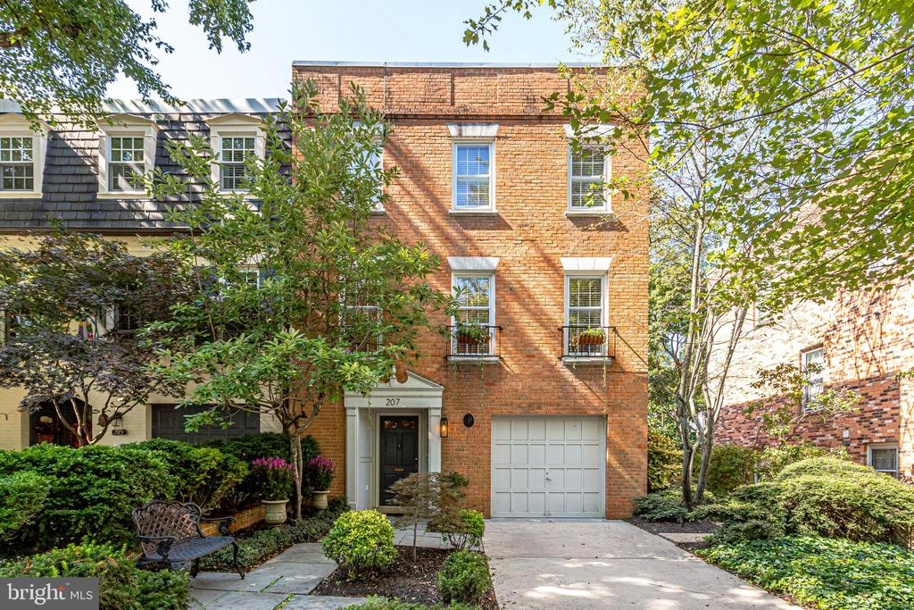 207 James Thurber Ct, Falls Church, VA 22046