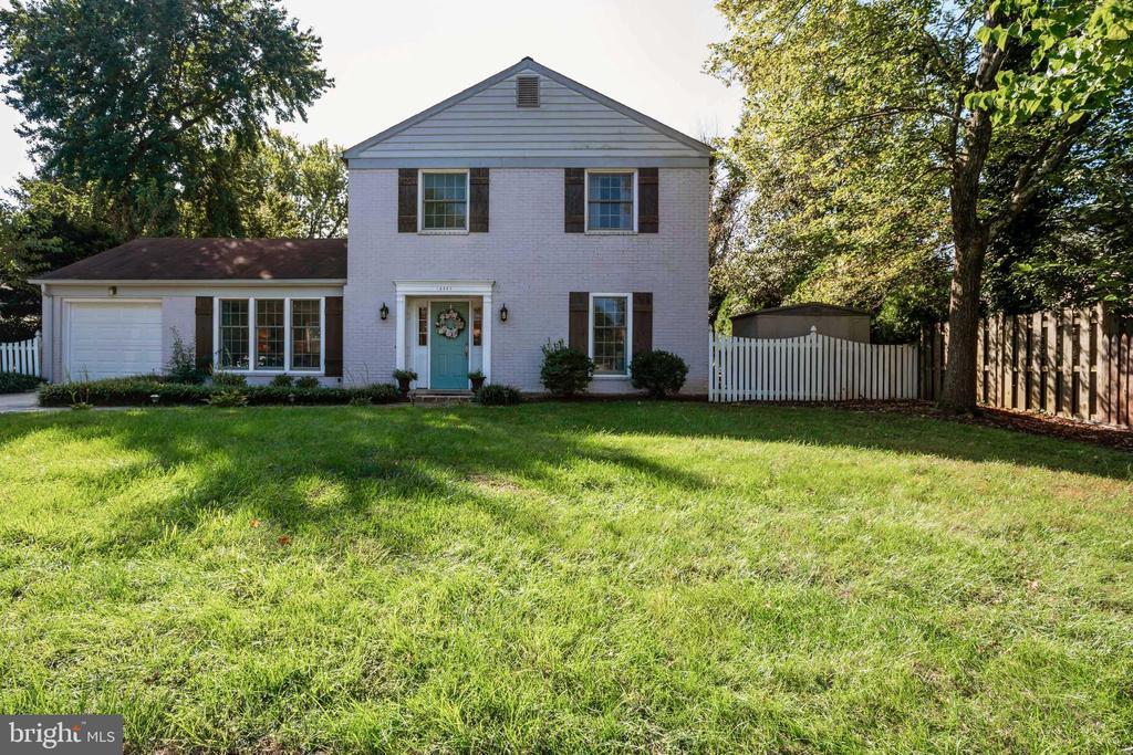13527 Ellendale Dr, Chantilly, VA 20151
