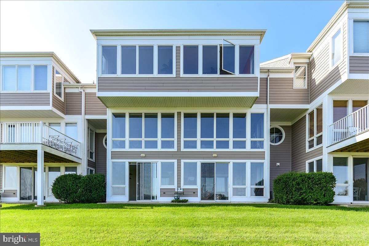 Manhattan meets Fenwick in this stylishly sleek bay front townhouse in Bayville Shores.  The seller spared no expense in selecting her furnishings and finishes in this beauty.  Bay views abound from all levels with extended living spaces on the main floor and main bedroom suite.  Hardwood flooring, stainless appliances, Corian counters, crown moldings, and eye pleasing touches everywhere.  Put this striking unit on your very short list as it may be sold quickly.  The property will convey fully furnished minus a few pieces of artwork and any personal items.