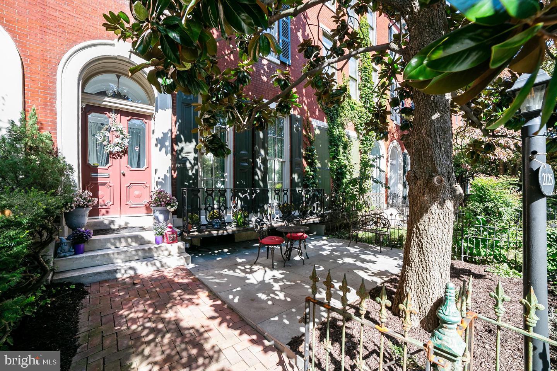 2125 Green Street Philadelphia, PA 19130