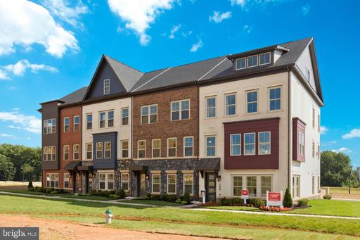 119 Armstrong Pl #16w, Gaithersburg, MD 20878