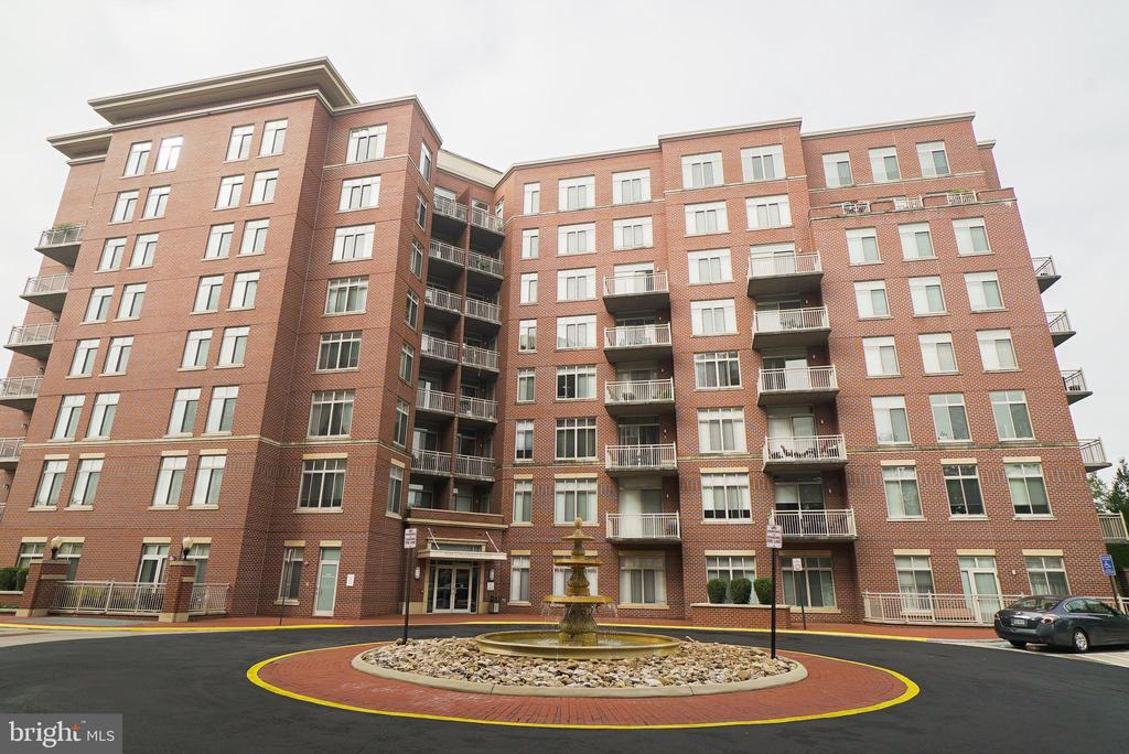 4490 Market Commons Dr #102, Fairfax, VA 22033