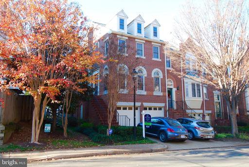 3900 Charles Ave, Alexandria, VA 22305
