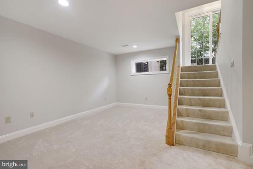 1530 N Colonial Ct Arlington VA 22209