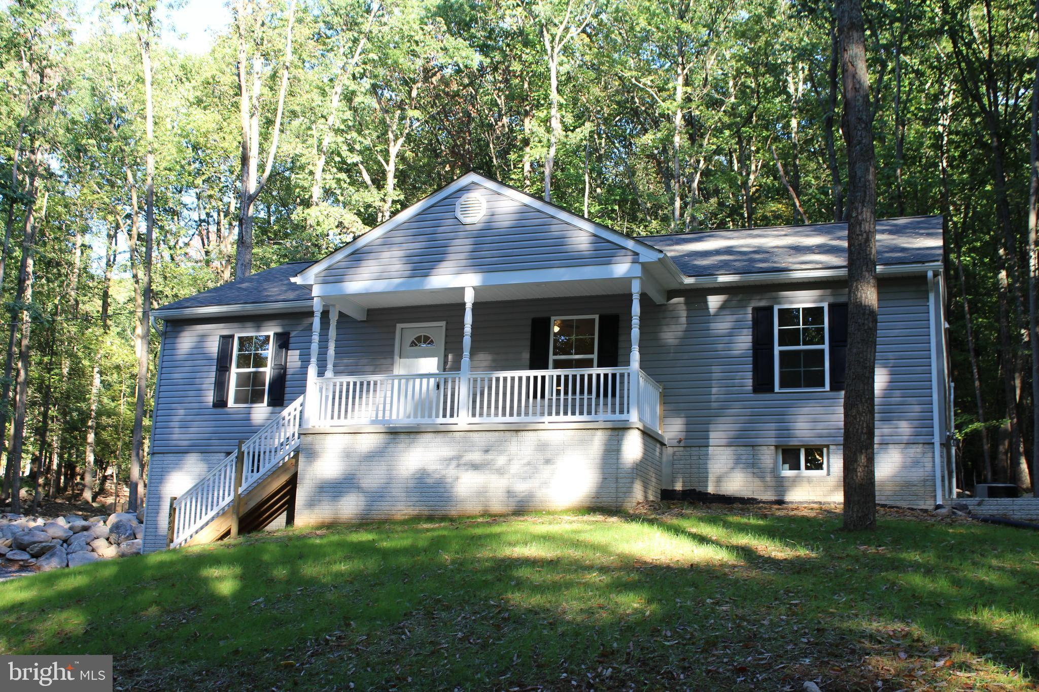 960 Rolling Ln, Harpers Ferry, WV, 25425