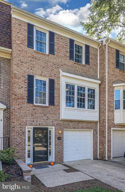 19 Carriage House Cir Alexandria VA 22304