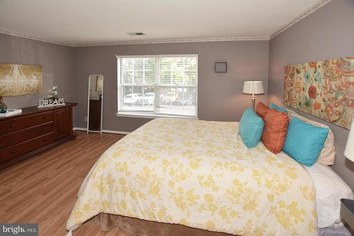 12108 Greenway Ct #201, Fairfax, VA 22033