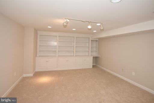 15421 Snowhill Ln Centreville VA 20120