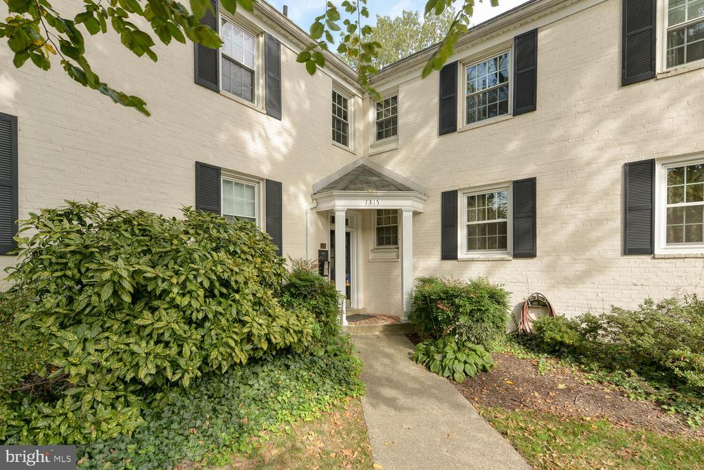 Photo of 1315 S Walter Reed Dr #103
