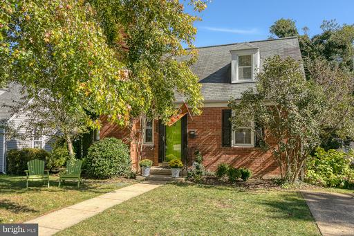 2913 Meadow Ln, Falls Church, VA 22042