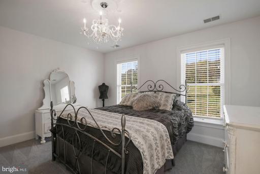 33415 Austin Grove Rd Bluemont VA 20135