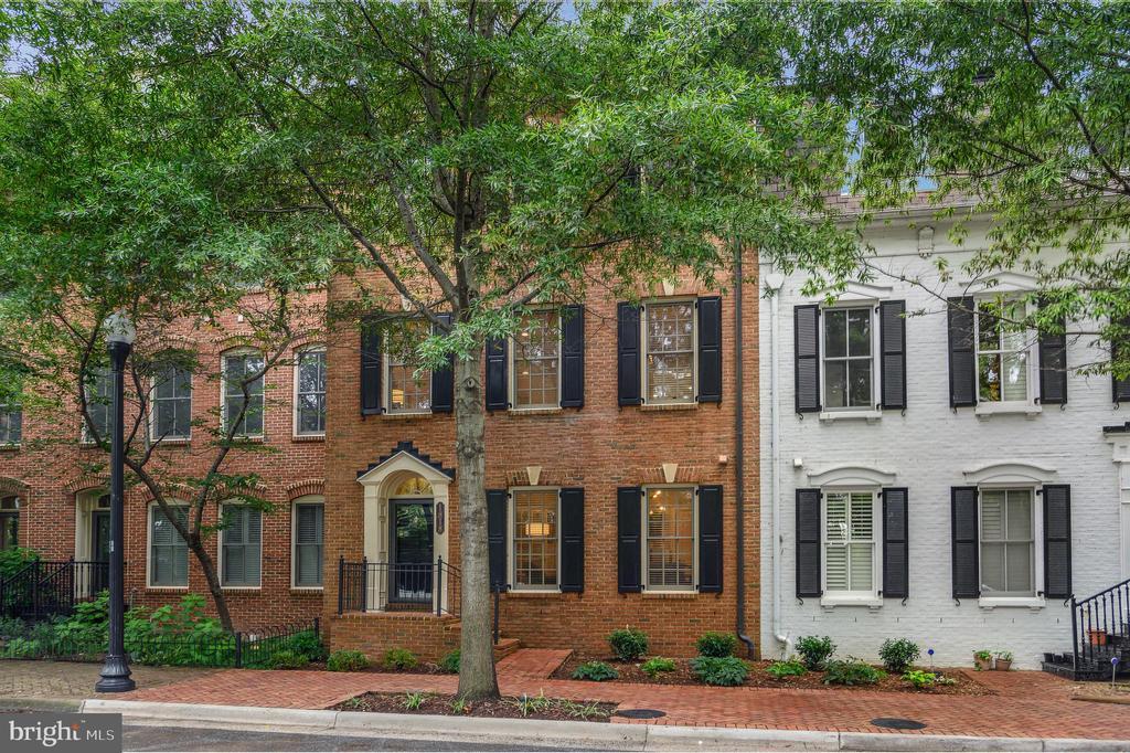 1818 Carpenter Rd, Alexandria, VA 22314