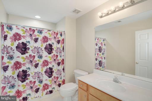 13660 Lavender Mist Ln Centreville VA 20120
