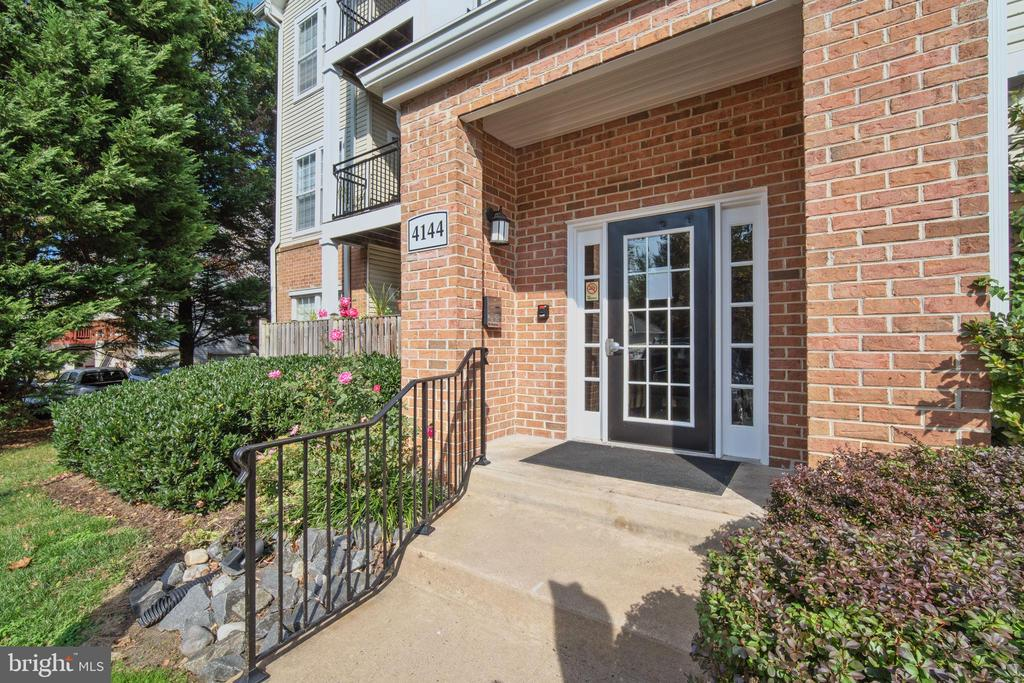 4144 Fountainside Ln #302, Fairfax, VA 22030
