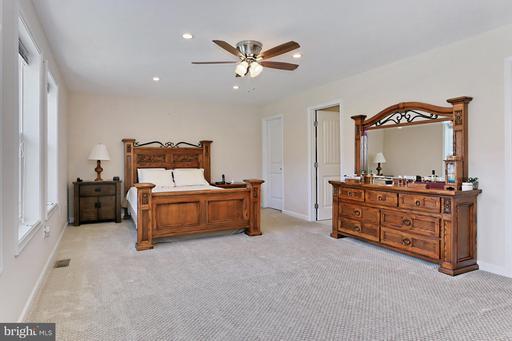 5250 Sunrise Grn Fairfax VA 22030
