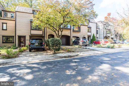 1539 Scandia Cir Reston VA 20190