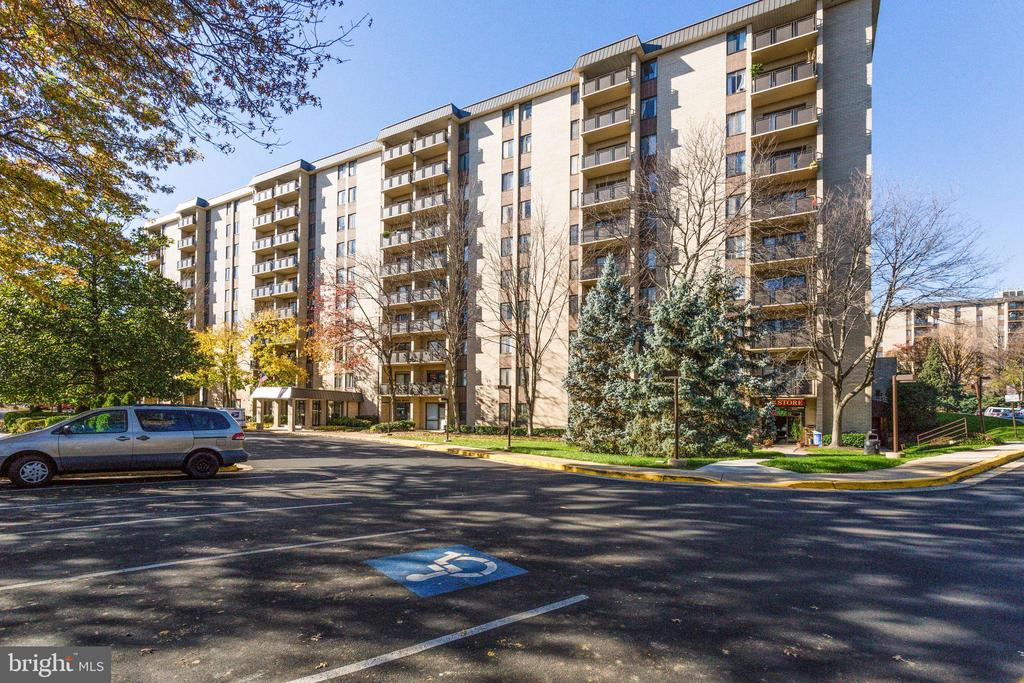 3100 S Manchester St #1022, Falls Church, VA 22044