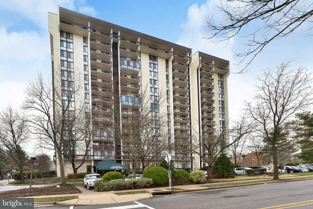 Photo of 5300 Holmes Run Pkwy #1005