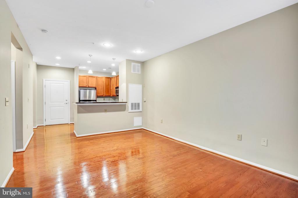 2655 Prosperity Ave #121, Fairfax, VA 22031