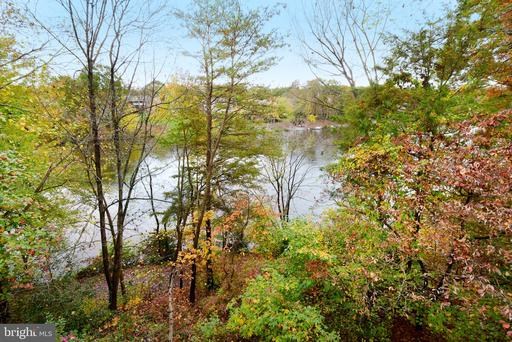 2088 Lake Audubon Ct Reston VA 20191