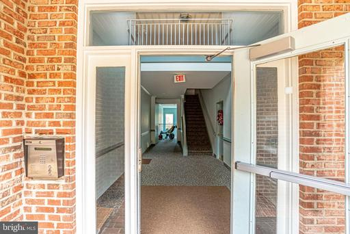6581 Grange Ln #201, Alexandria, VA 22315