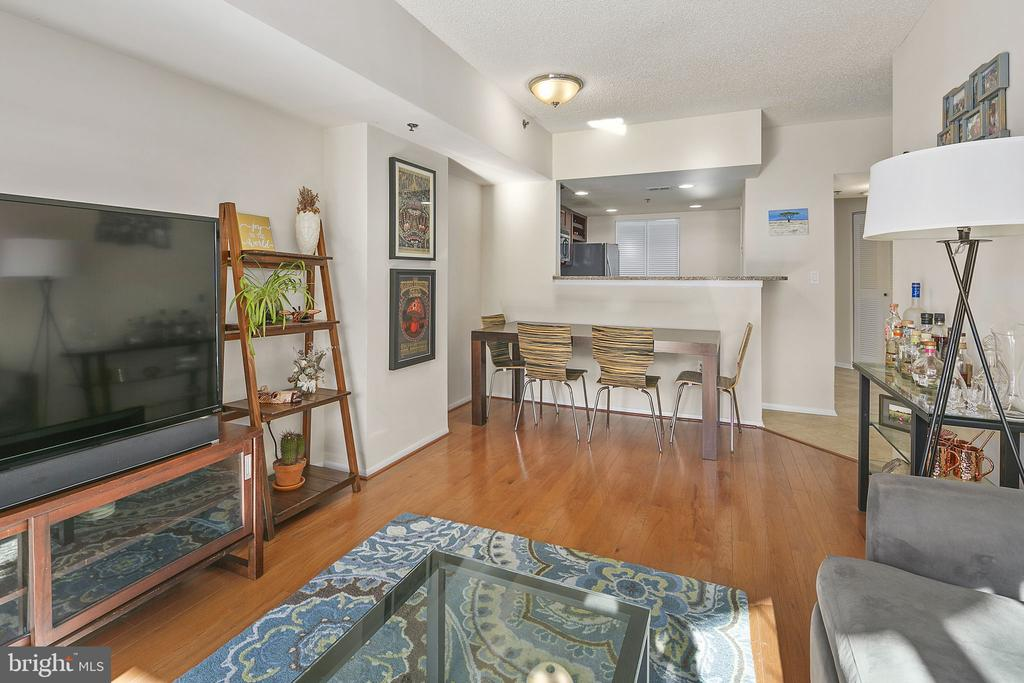 Photo of 1001 N Vermont St #904