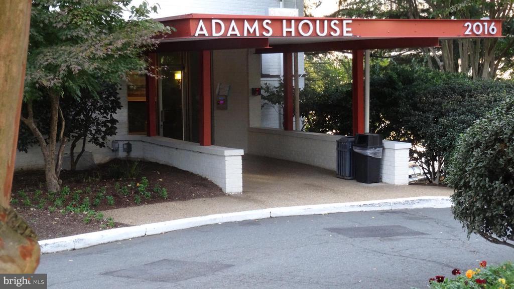 2016 N Adams St #208, Arlington, VA 22201