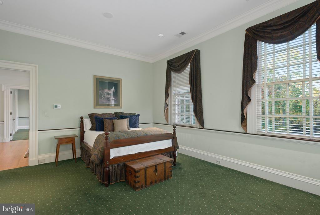9219 Fox Meadow Ln, Potomac, MD 20854