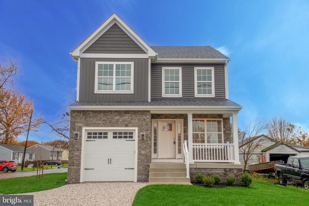 This brand new home is located on a corner lot and features 4 bedrooms, 2.5 baths & attached 1 car garage.  Hardwood floors, crown molding & recessed LED lighting throughout. Open floor plan with gourmet kitchen featuring stainless steel appliances, custom soft close cabinetry, granite counter tops, pantry and breakfast bar. Master bedroom with walk in closet and en suite full tile bath featuring soaking tub and over-sized separate frameless glass shower. Dual zoned HVAC and full waterproofed walk out basement. Private driveway with 3+ parking spots. 1 year builder warranty included. Too many extras to list!