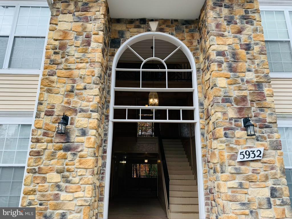 5932 Founders Hill Dr #304, Alexandria, VA 22310