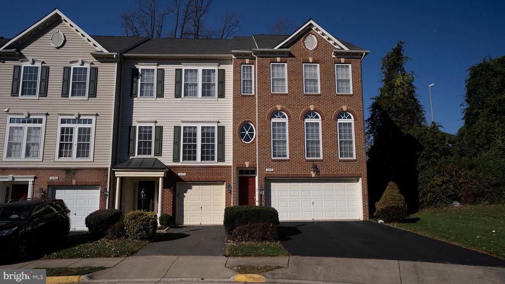 12771 Heron Ridge Dr, Fairfax, VA 22030
