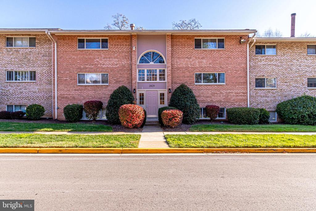 2829 Kalmia Lee Ct #B-202, Falls Church, VA 22042