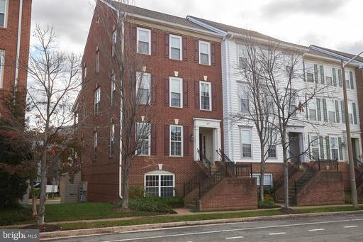 1607 Potomac Greens Dr #A, Alexandria, VA 22314