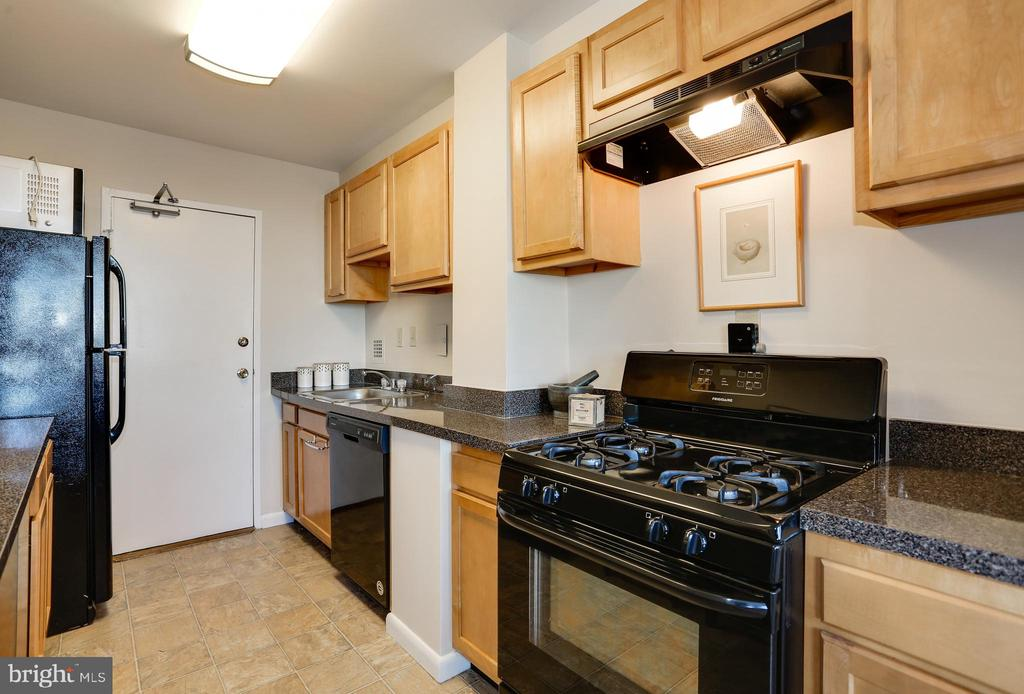 Photo of 6631 Wakefield Dr #817