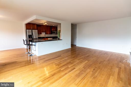7333 New Hampshire Ave #404, Takoma Park, MD 20912