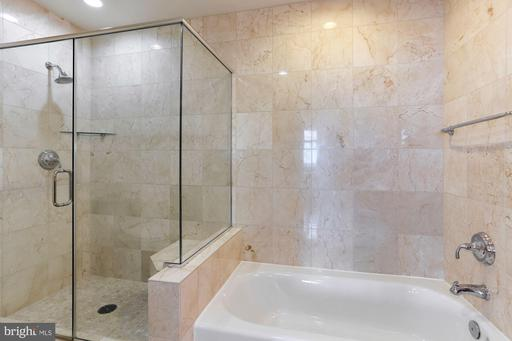 8220 Crestwood Heights Dr #1515, McLean 22102