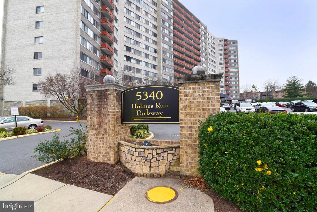 Photo of 5340 Holmes Run Pkwy #704