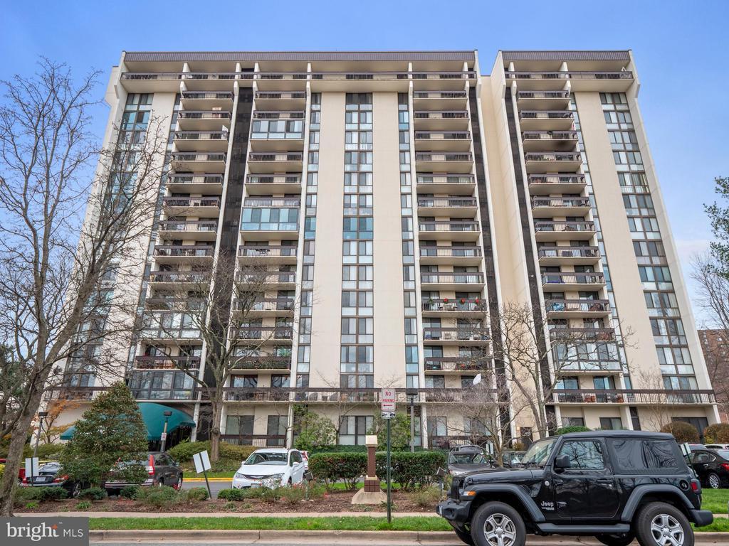 Photo of 5300 Holmes Run Pkwy #513